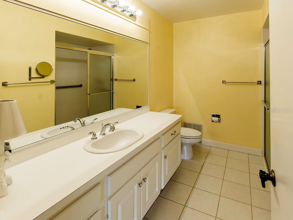 Master bathroom with walk in shower and lots of counter space - Villa for sale at 7467 Carnoustie Dr #5d, Sarasota, FL 34238 - MLS Number is A4412518