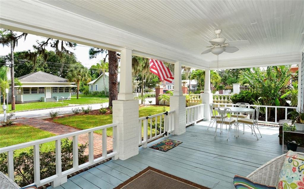 Single Family Home for sale at 1642 Arlington St, Sarasota, FL 34239 - MLS Number is A4413158
