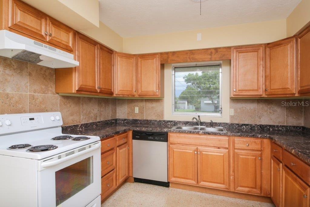 Updated kitchen with newer appliances - Single Family Home for sale at 4128 Maceachen Blvd, Sarasota, FL 34233 - MLS Number is A4413218