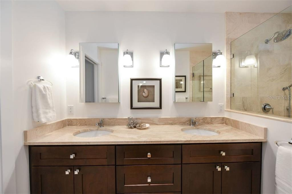 Master Bath - Single Family Home for sale at 550 Ohio Pl, Sarasota, FL 34236 - MLS Number is A4414310