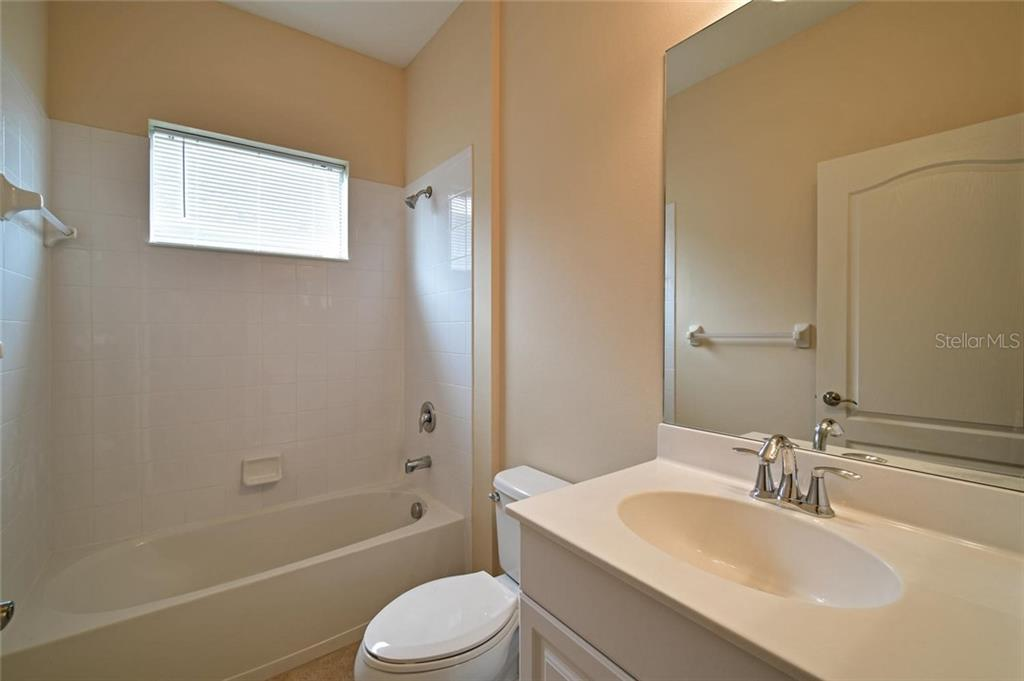 Full guest bathroom - Single Family Home for sale at 4603 Forest Creek Trl, Parrish, FL 34219 - MLS Number is A4415265
