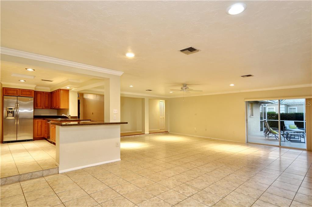 Single Family Home for sale at 570 Yardarm Ln, Longboat Key, FL 34228 - MLS Number is A4416796