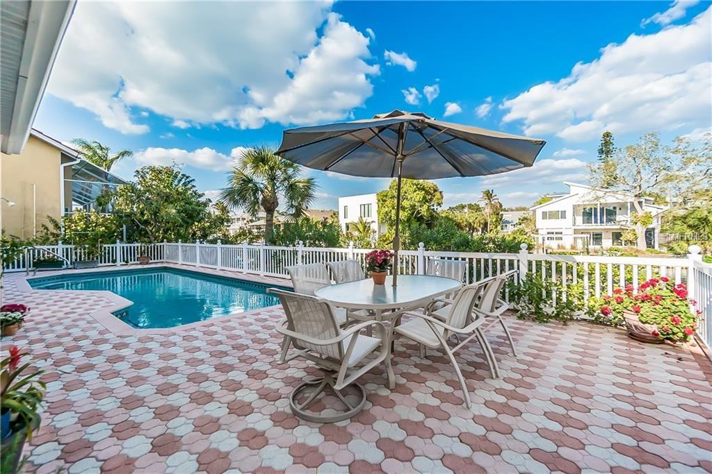 Beautiful lanai w/dining area next to pool - Single Family Home for sale at 4963 Oxford Dr, Sarasota, FL 34242 - MLS Number is A4417783
