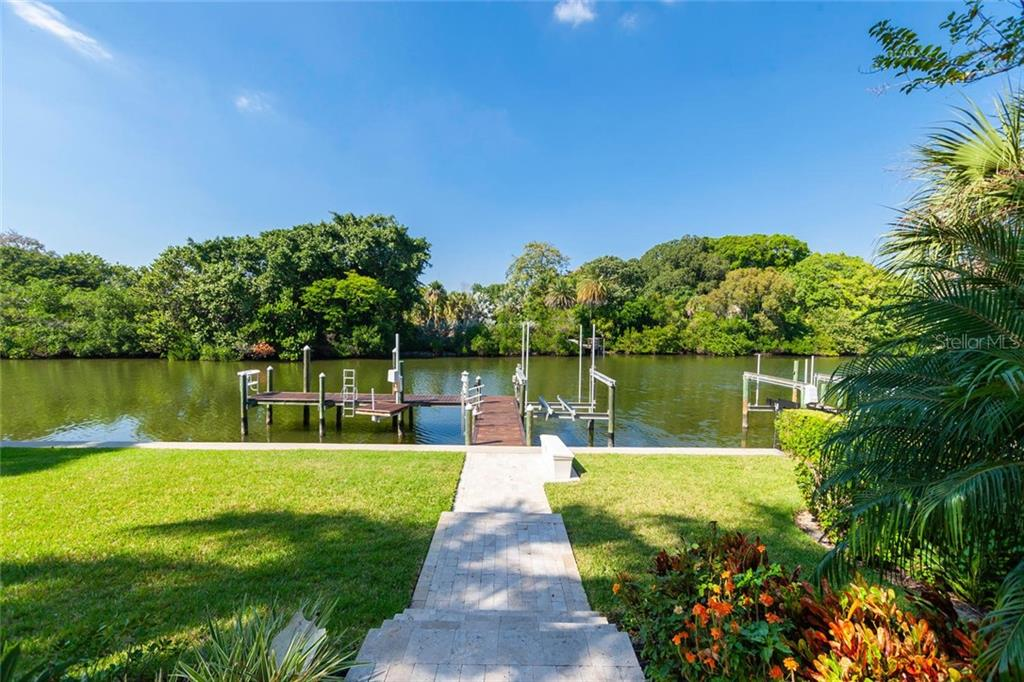 Single Family Home for sale at 1535 Bay Point Dr, Sarasota, FL 34236 - MLS Number is A4418276