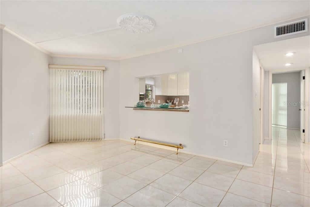 There really are shades for privacy. - Condo for sale at 450 Gulf Of Mexico Dr #b107, Longboat Key, FL 34228 - MLS Number is A4418457