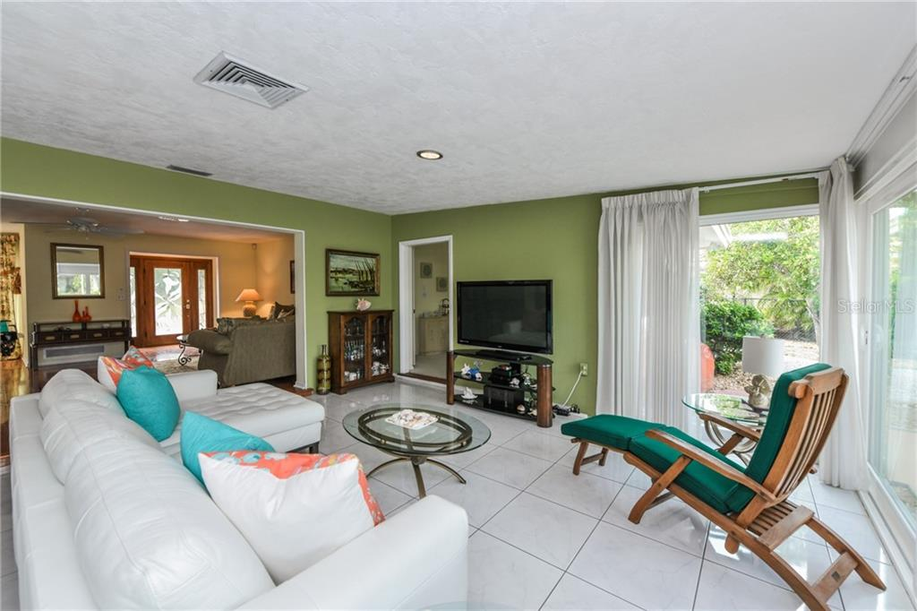 Single Family Home for sale at 5596 Shadow Lawn Dr, Sarasota, FL 34242 - MLS Number is A4418559