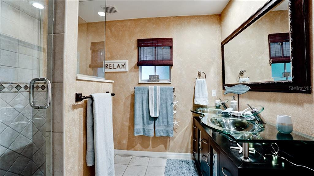 Master en-suite bath room - Single Family Home for sale at 612 Ambassador Ln, Holmes Beach, FL 34217 - MLS Number is A4418766