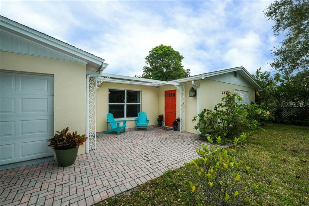 Single Family Home for sale at 5511 Avenida Del Mare, Sarasota, FL 34242 - MLS Number is A4422099
