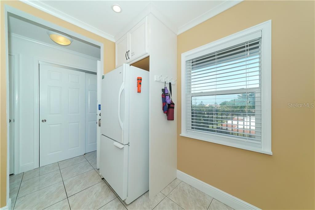 Lots of storage and a bottom freezer/refrigerator are very helpful. - Condo for sale at 4700 Gulf Of Mexico Dr #305, Longboat Key, FL 34228 - MLS Number is A4422164
