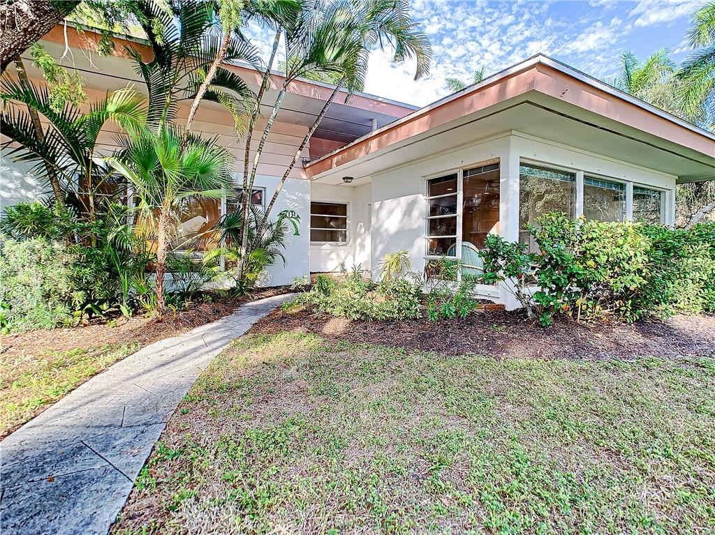 Single Family Home for sale at 709 Indian Beach Ln, Sarasota, FL 34234 - MLS Number is A4423688