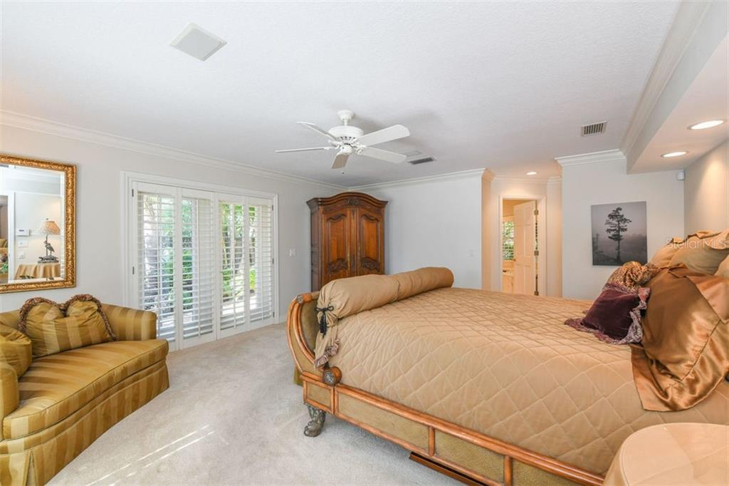 Single Family Home for sale at 800 Siesta Key Cir, Sarasota, FL 34242 - MLS Number is A4423798