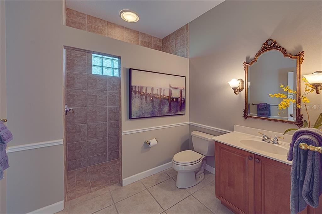 Hallway bath. - Single Family Home for sale at 2972 Jeff Myers Cir, Sarasota, FL 34240 - MLS Number is A4424133