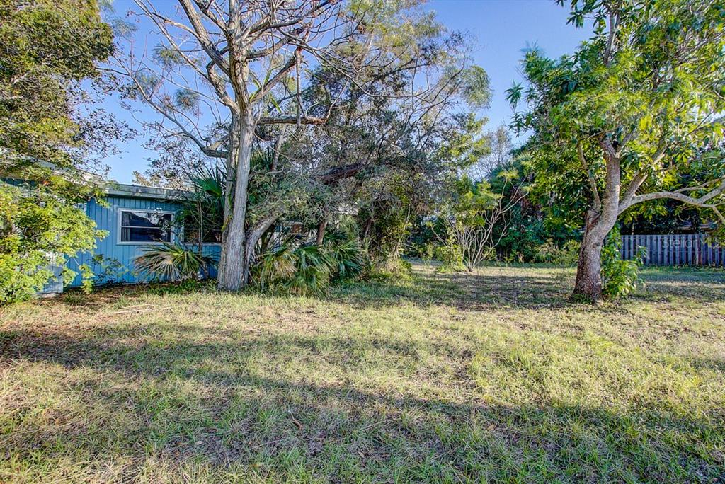 Side of house showing size of lot - Single Family Home for sale at 425 Baycrest Dr, Venice, FL 34285 - MLS Number is A4424546