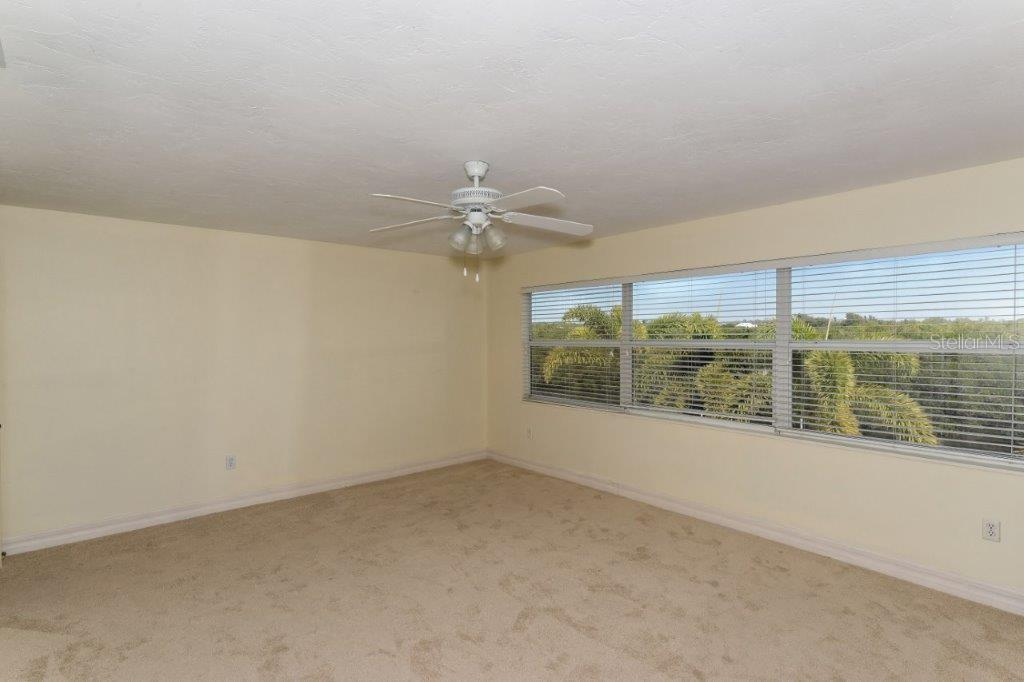Single Family Home for sale at 5228 Siesta Cove Dr, Sarasota, FL 34242 - MLS Number is A4429343