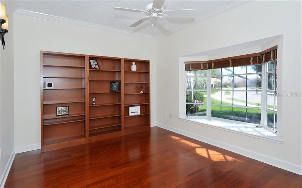 Spacious and bright library a perfect den or office - Single Family Home for sale at 1636 Liscourt Dr, Venice, FL 34292 - MLS Number is A4429524