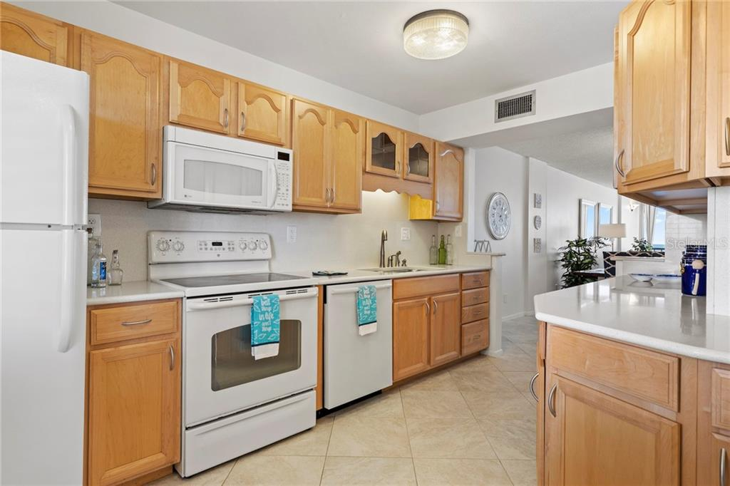 Open dining space - Condo for sale at 5300 Gulf Dr #406, Holmes Beach, FL 34217 - MLS Number is A4430634