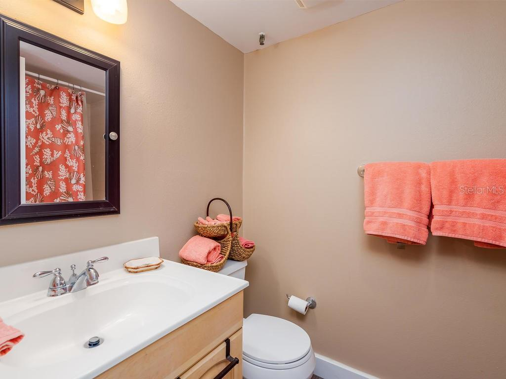 Freshly updated guest bath - Condo for sale at 131 Garfield Dr #1b, Sarasota, FL 34236 - MLS Number is A4432013