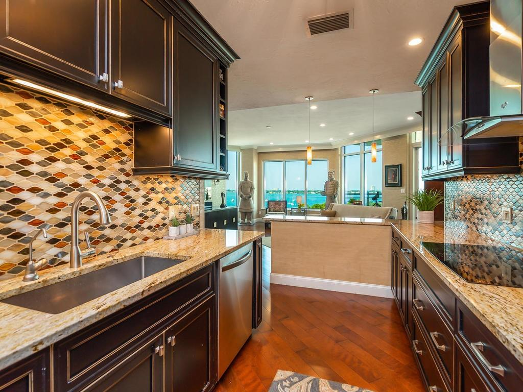 Plenty of counter space and cabinets - Condo for sale at 340 S Palm Ave #74, Sarasota, FL 34236 - MLS Number is A4432744