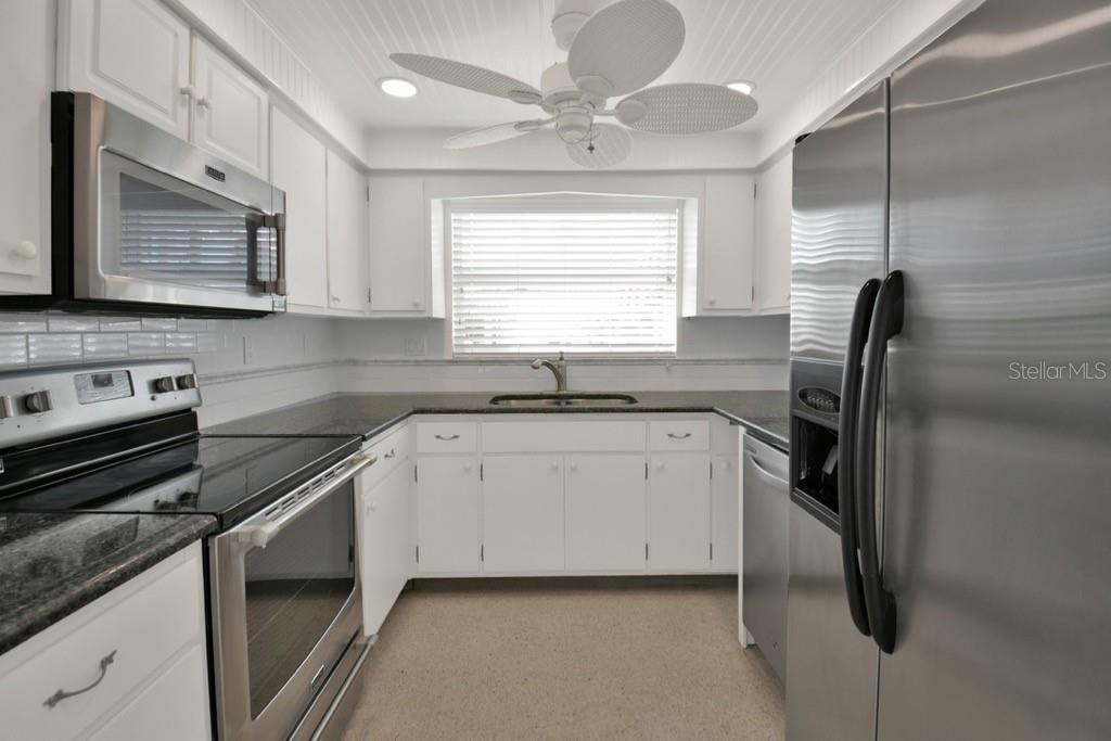 Kitchen - Villa for sale at 717 Spanish Dr N, Longboat Key, FL 34228 - MLS Number is A4438337