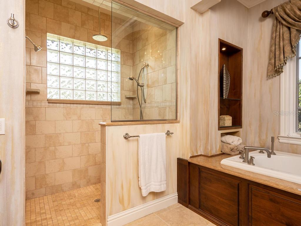 Walk-in shower with Travertine tiles - Single Family Home for sale at 158 Puesta Del Sol, Osprey, FL 34229 - MLS Number is A4439362