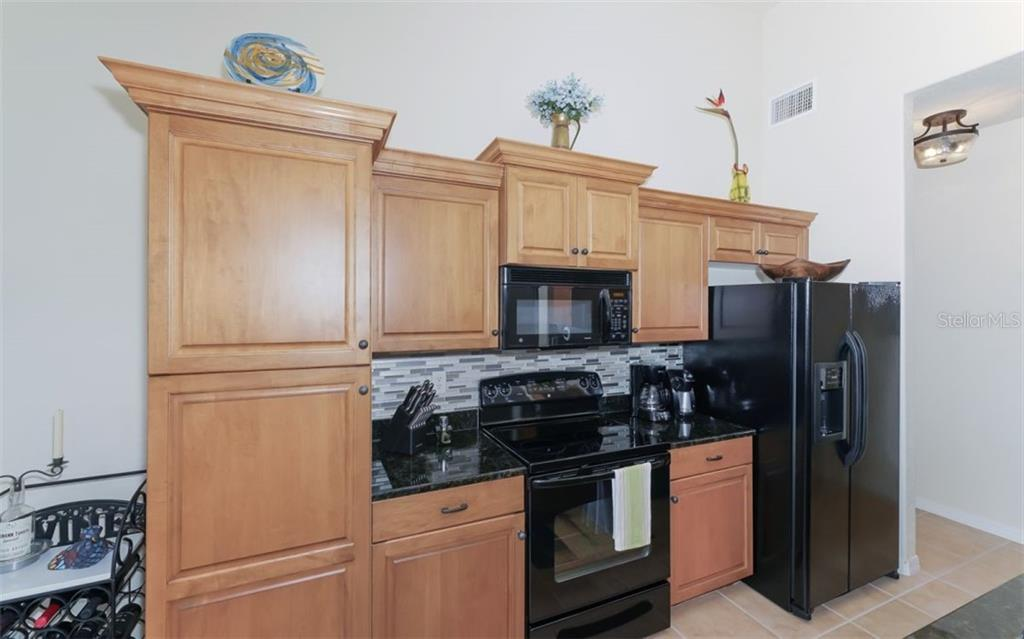New and updated backsplash. - Condo for sale at 200 San Lino Cir #233, Venice, FL 34292 - MLS Number is A4440138