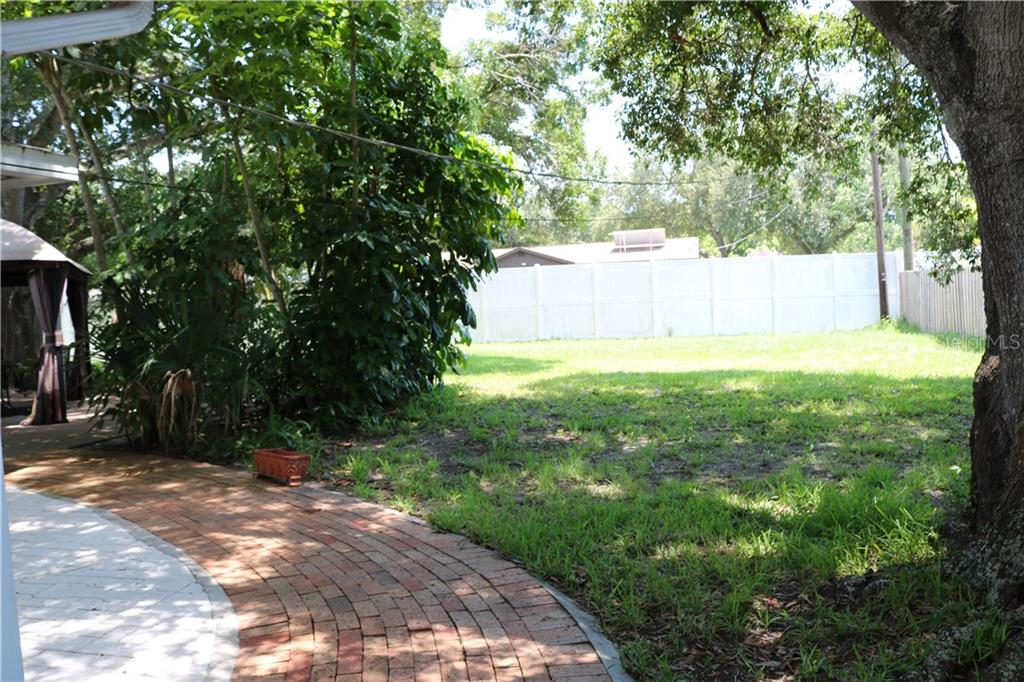 Looking through to the massive back yard. - Single Family Home for sale at 2220 Pine Ter, Sarasota, FL 34231 - MLS Number is A4440562
