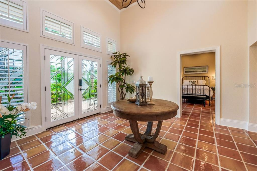 Single Family Home for sale at 414 Island Cir, Sarasota, FL 34242 - MLS Number is A4445209