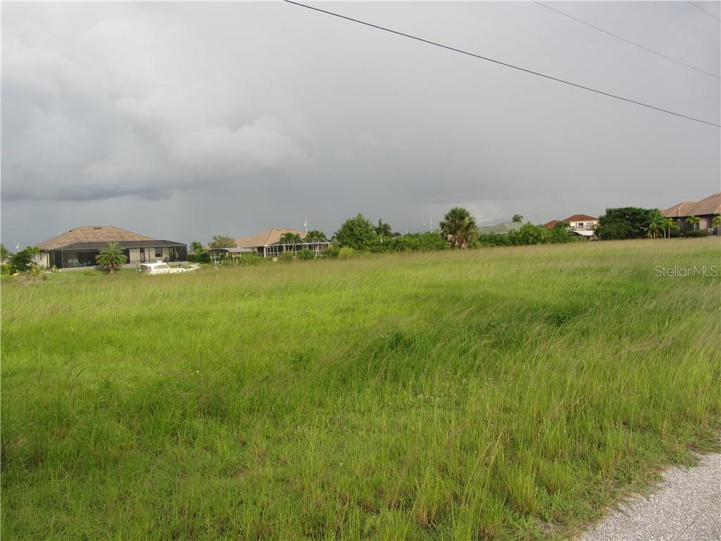 Vacant Land for sale at 827 Nw 36th Pl, Cape Coral, FL 33993 - MLS Number is A4445885