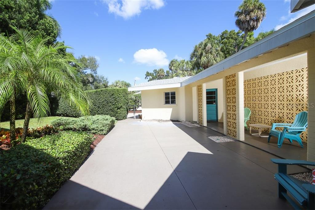 Single Family Home for sale at 210 15th Ave W, Palmetto, FL 34221 - MLS Number is A4447480