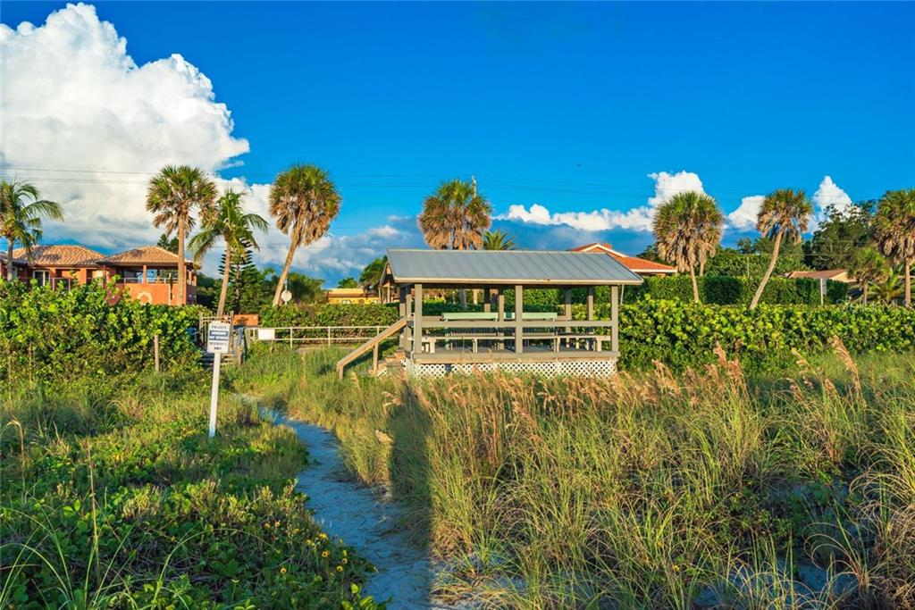 Single Family Home for sale at 581 Kingfisher Ln, Longboat Key, FL 34228 - MLS Number is A4449066