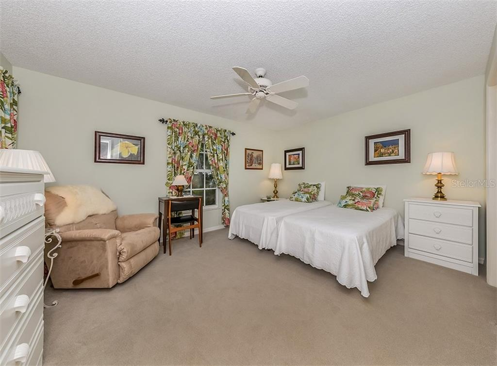 Bedroom 2 - Villa for sale at 805 Crossfield Pl #3, Venice, FL 34293 - MLS Number is A4449303