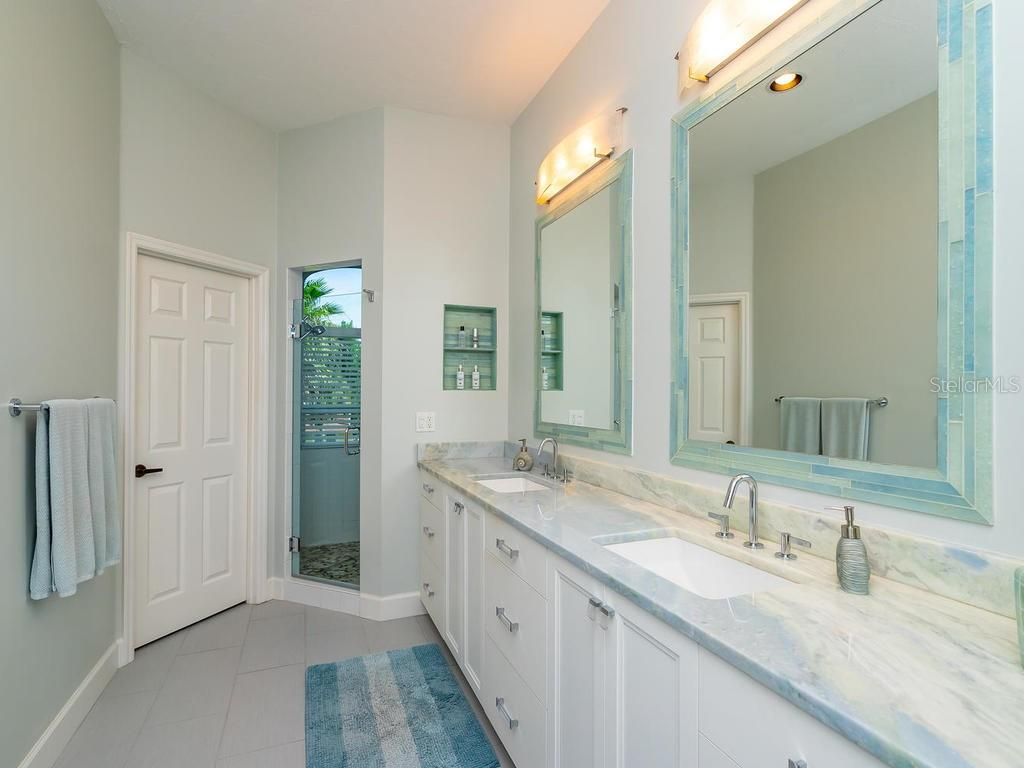 Single Family Home for sale at 6420 Hollywood Blvd, Sarasota, FL 34231 - MLS Number is A4449708