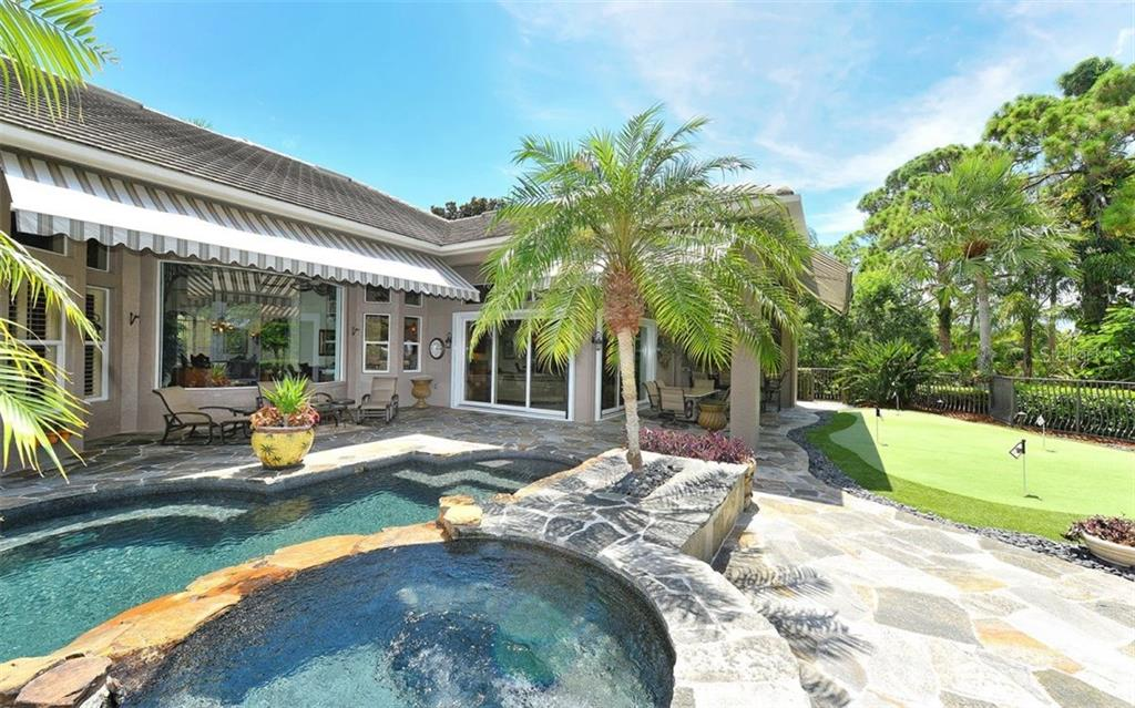 Single Family Home for sale at 586 N Macewen Dr, Osprey, FL 34229 - MLS Number is A4451482