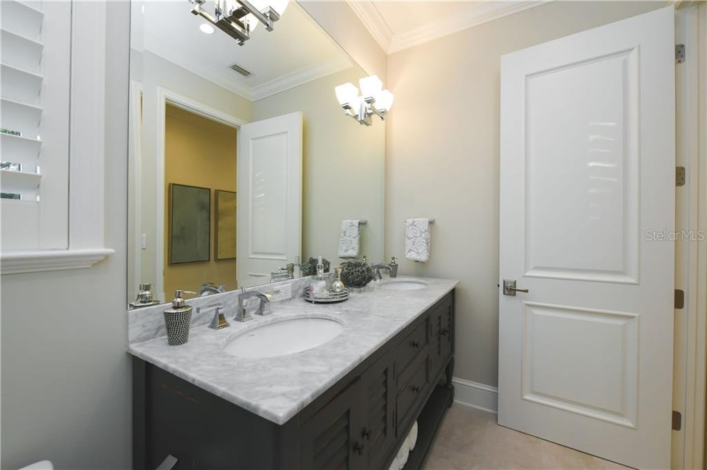 Guest Suite 1 En-suite Bathroom with Dual Vanities. - Single Family Home for sale at 16119 Baycross Dr, Lakewood Ranch, FL 34202 - MLS Number is A4452632