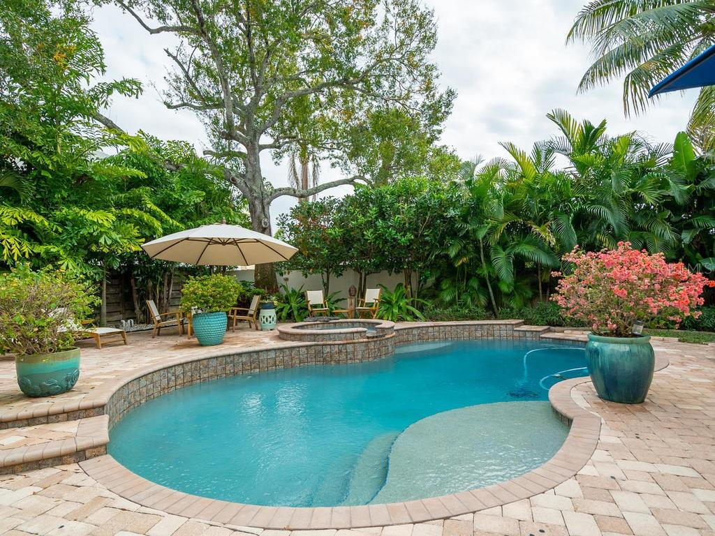 Single Family Home for sale at 1605 S Orange Ave, Sarasota, FL 34239 - MLS Number is A4454103