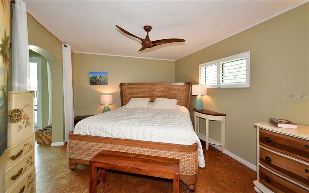 Master bedroom accommodates king size bed - Single Family Home for sale at 623 Avenida Del Norte, Sarasota, FL 34242 - MLS Number is A4454692