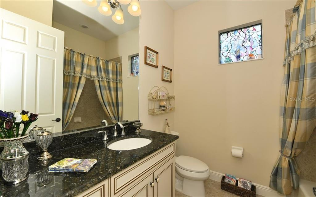 Bath 2, with tub - Single Family Home for sale at 8260 Larkspur Cir, Sarasota, FL 34241 - MLS Number is A4455087