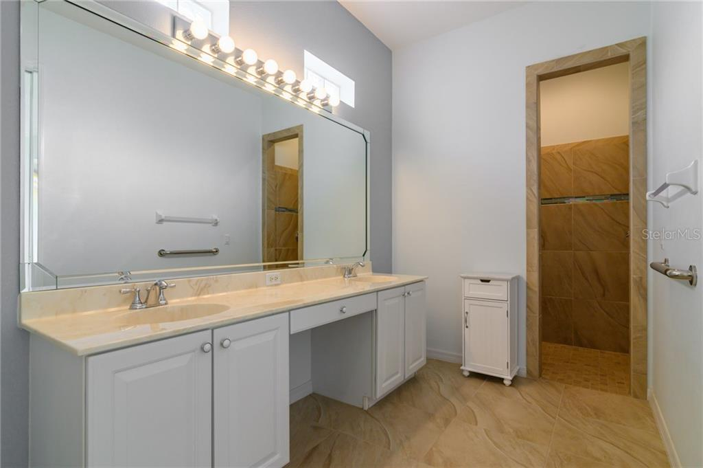 Master bath - Villa for sale at 4560 Samoset Dr, Sarasota, FL 34241 - MLS Number is A4455487
