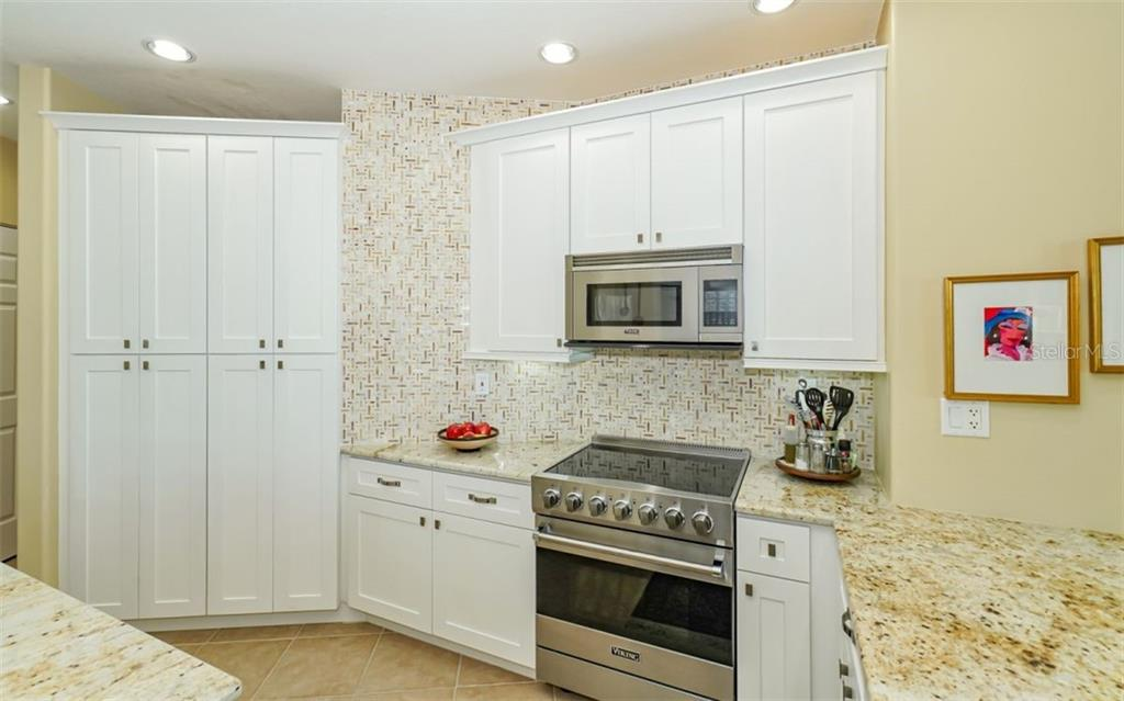 Kitchen - Viking appliances - Condo for sale at 1771 Ringling Blvd #ph305, Sarasota, FL 34236 - MLS Number is A4455755