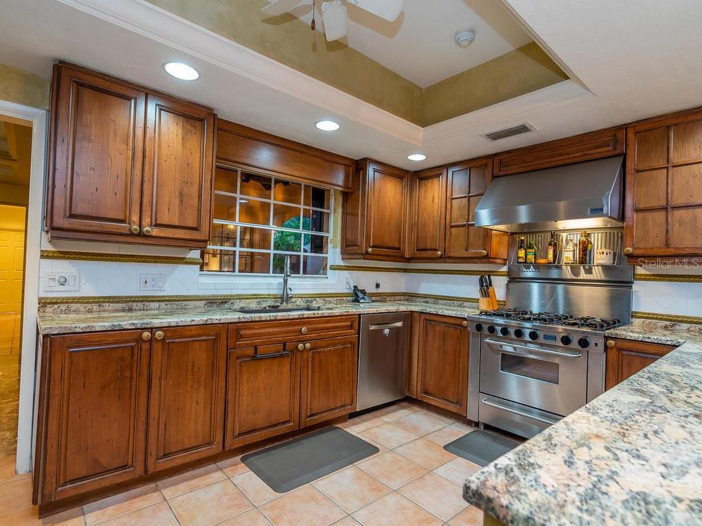 Single Family Home for sale at 258 Robin Dr, Sarasota, FL 34236 - MLS Number is A4456098