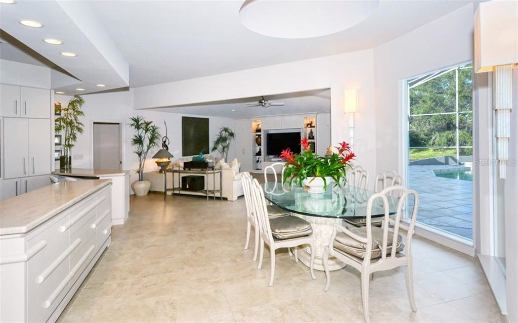 Dining room overlooking pool. Central between living and family room. - Single Family Home for sale at 4177 Escondito Cir, Sarasota, FL 34238 - MLS Number is A4456531