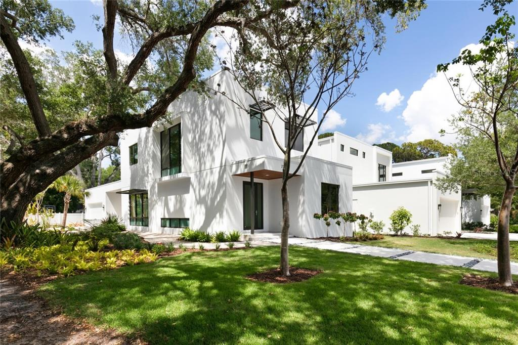 Single Family Home for sale at 2301 Hyde Park St, Sarasota, FL 34239 - MLS Number is A4456649
