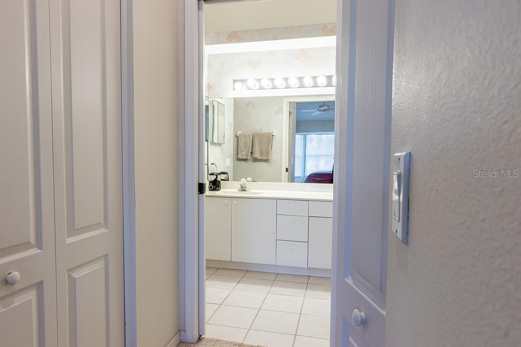 2 walk-in closets - Condo for sale at 9570 High Gate Dr #1722, Sarasota, FL 34238 - MLS Number is A4457005