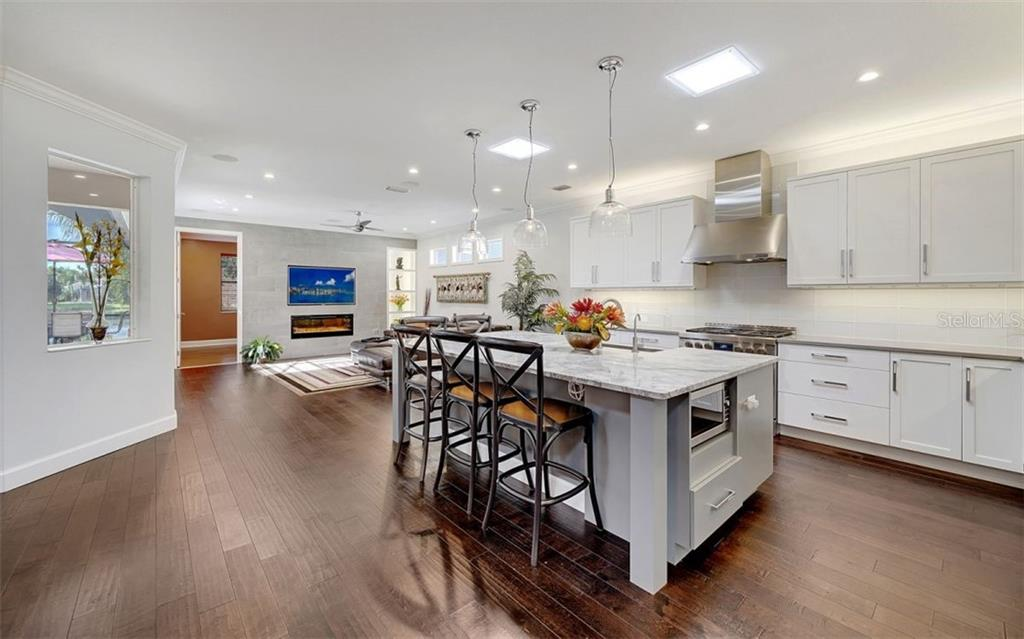 This kitchen has plenty of room for working and playing - Single Family Home for sale at 6510 Field Sparrow Gln, Lakewood Ranch, FL 34202 - MLS Number is A4457243