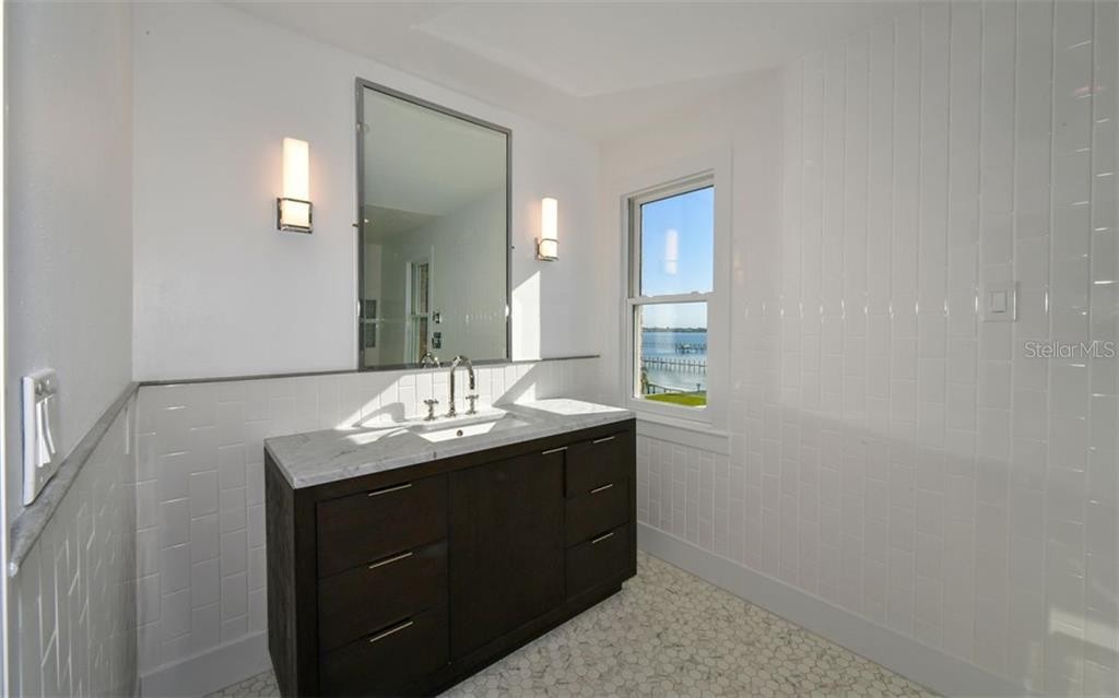 Master Bathroom - Single Family Home for sale at 4700 Riverview Blvd, Bradenton, FL 34209 - MLS Number is A4462708