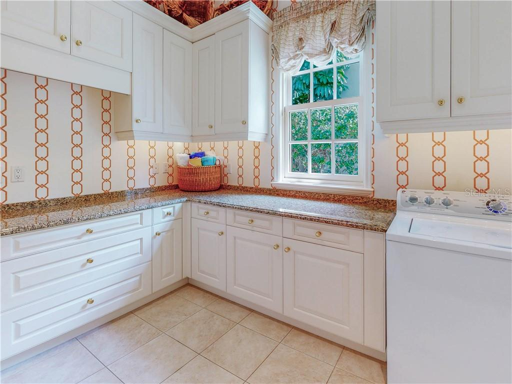 Lots of countertop folding space in the indoor utility room. There's also hanging space for your convenience. - Single Family Home for sale at 1590 Harbor Sound Dr, Longboat Key, FL 34228 - MLS Number is A4463437