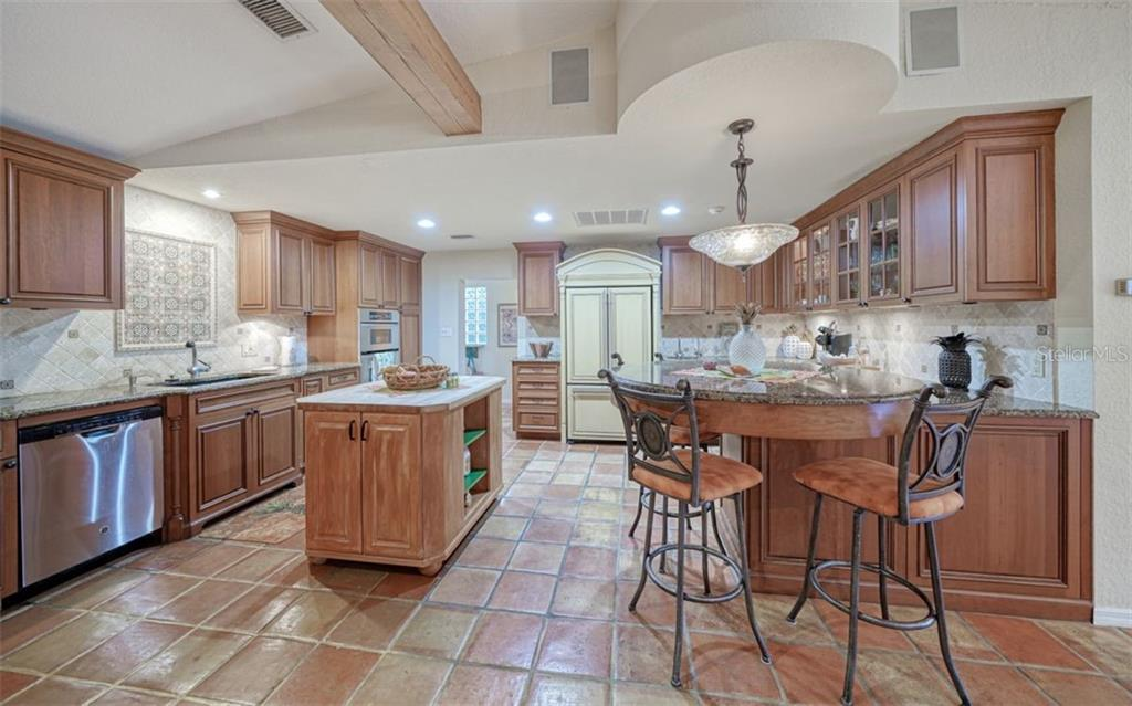 CUSTOM CABINETRY & STAINLESS STEEL APPLIANCES - Single Family Home for sale at 3 Winslow Pl, Longboat Key, FL 34228 - MLS Number is A4464990