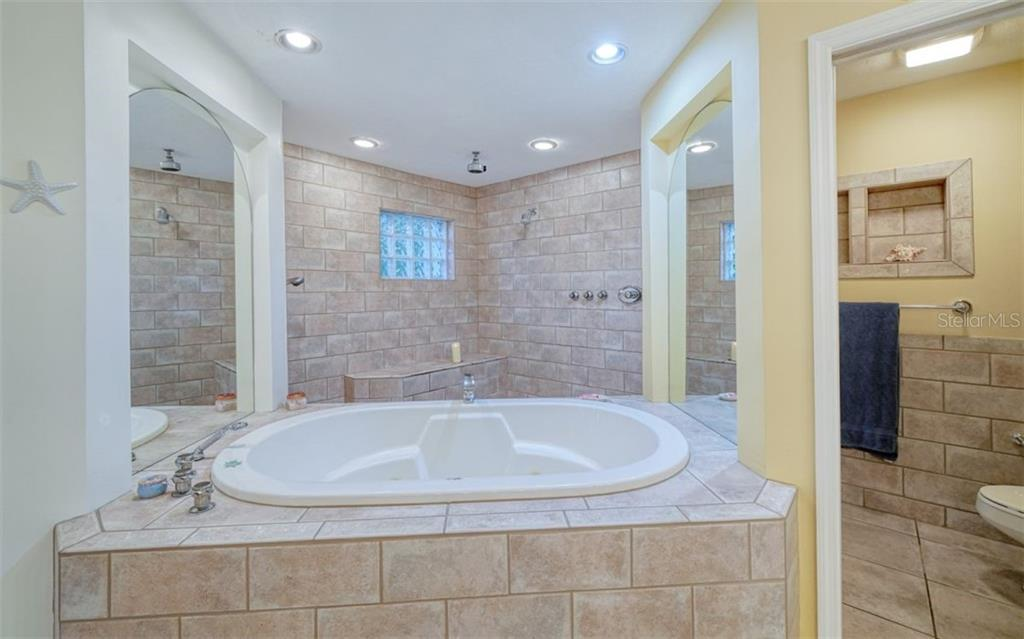 SOFT & RELAXING ….THE WALK IN SHOWER HAS 3 SEPARATE SHOWER HEADS - Single Family Home for sale at 3 Winslow Pl, Longboat Key, FL 34228 - MLS Number is A4464990