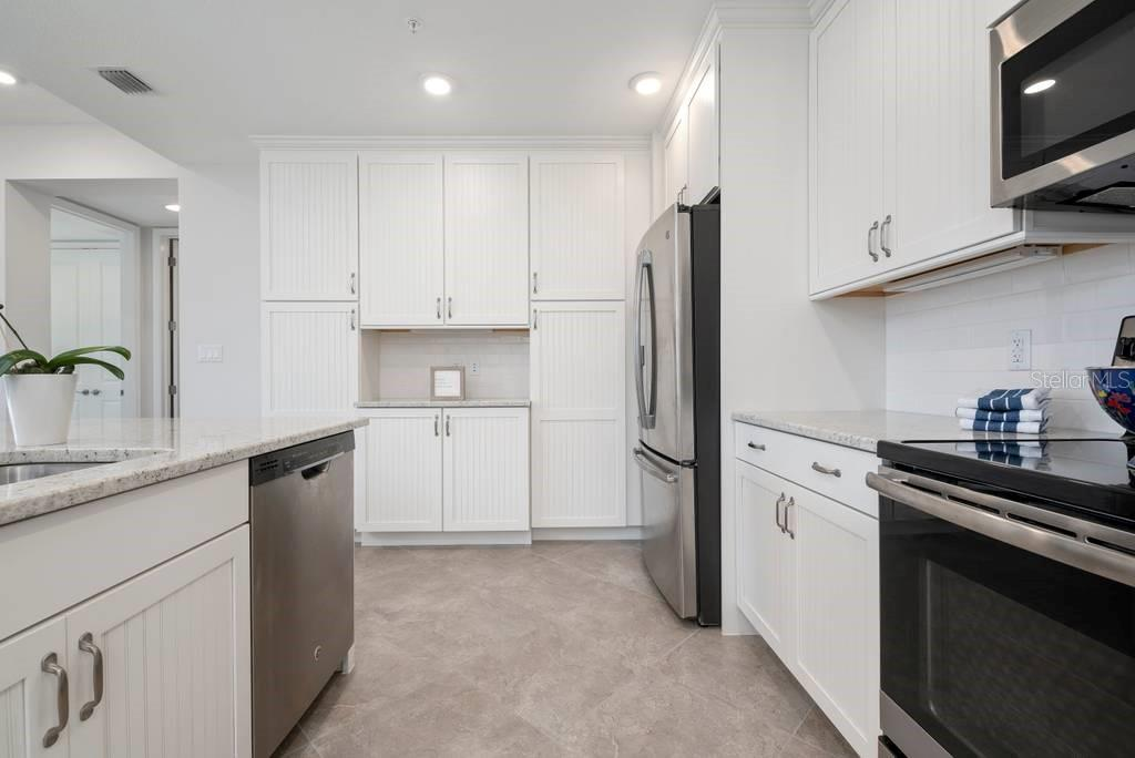 Kitchen with stainless appliances and real wood cabinets - Condo for sale at 383 Aruba Cir #201, Bradenton, FL 34209 - MLS Number is A4466540