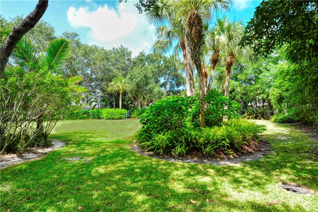 Single Family Home for sale at 611 Tremont St, Sarasota, FL 34242 - MLS Number is A4467702